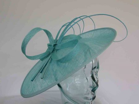 Oval hatinator with 5 quills in turquoise