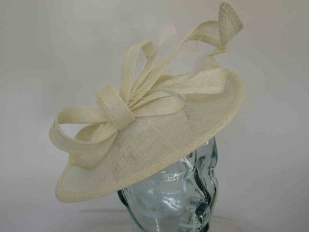 Oval hatinator in ivory