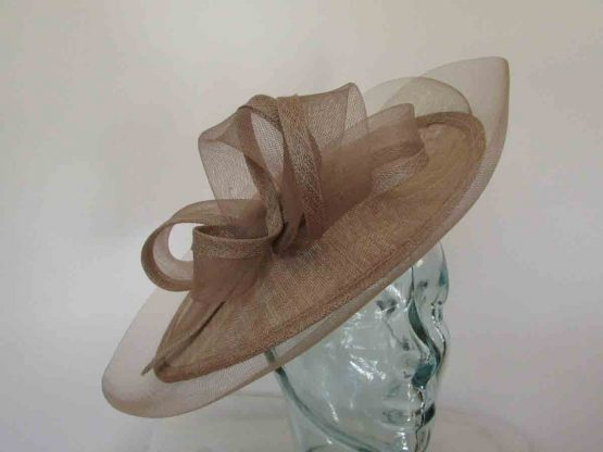 Oval hatinator with crin brim in latte brown