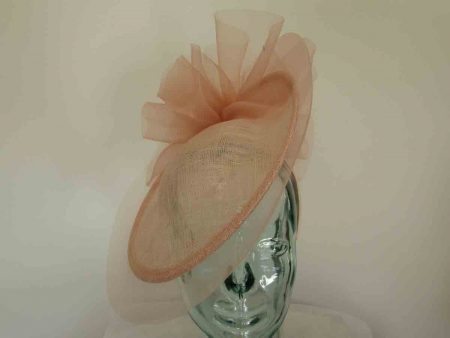 Hatinator with crin brim and bow detail in oyster