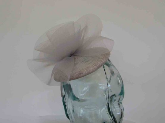 Pillbox fascinator with crin twist in pearl silver