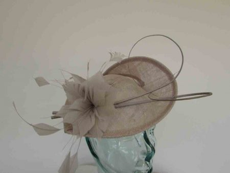 Teardrop fascinator wth double quill in almond