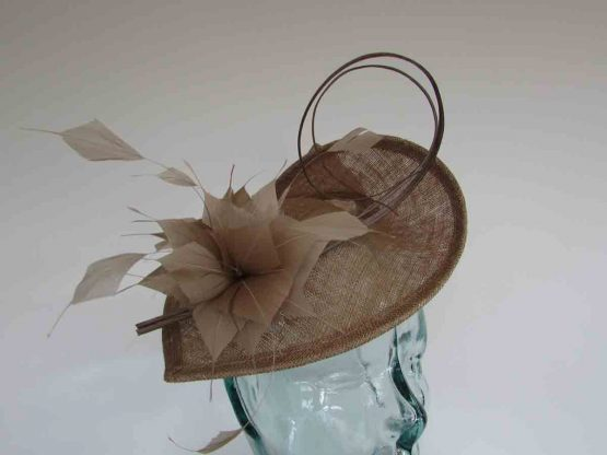 Teardrop fascinator wth double quill in latte