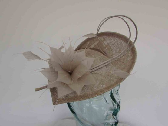 Teardrop fascinator wth double quill in peony silver
