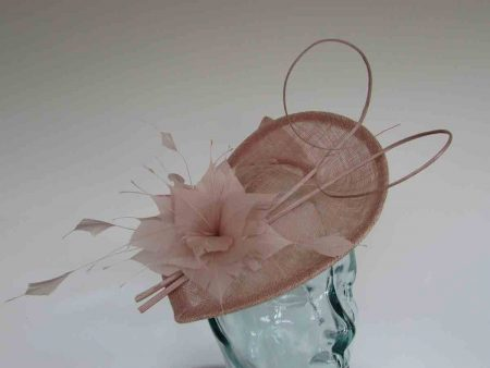 Teardrop fascinator wth double quill in rose pink