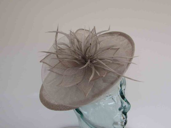 Small hatinator with chiffon flower in pearl silver