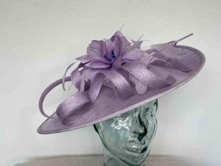 Oval hatinator with flower in lilac
