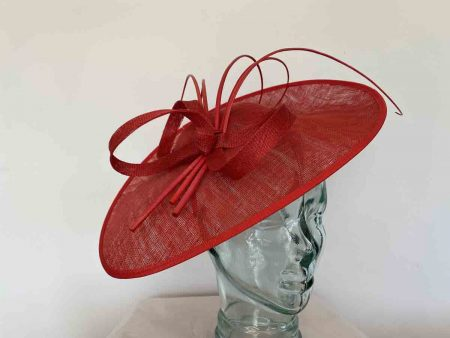 Oval hatinator with 5 quills in red