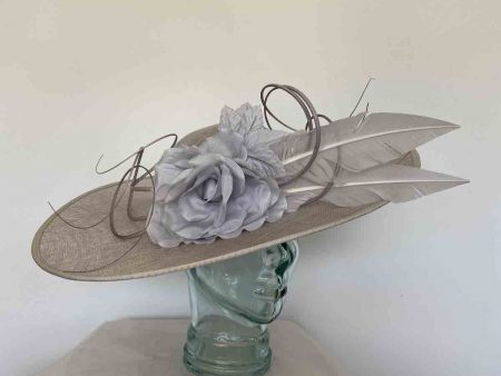 Large hatinator with large flower in silver lurex