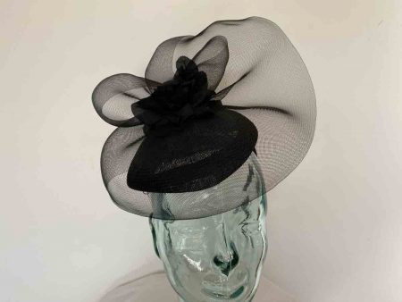 Pillbox fascinator with crin in black